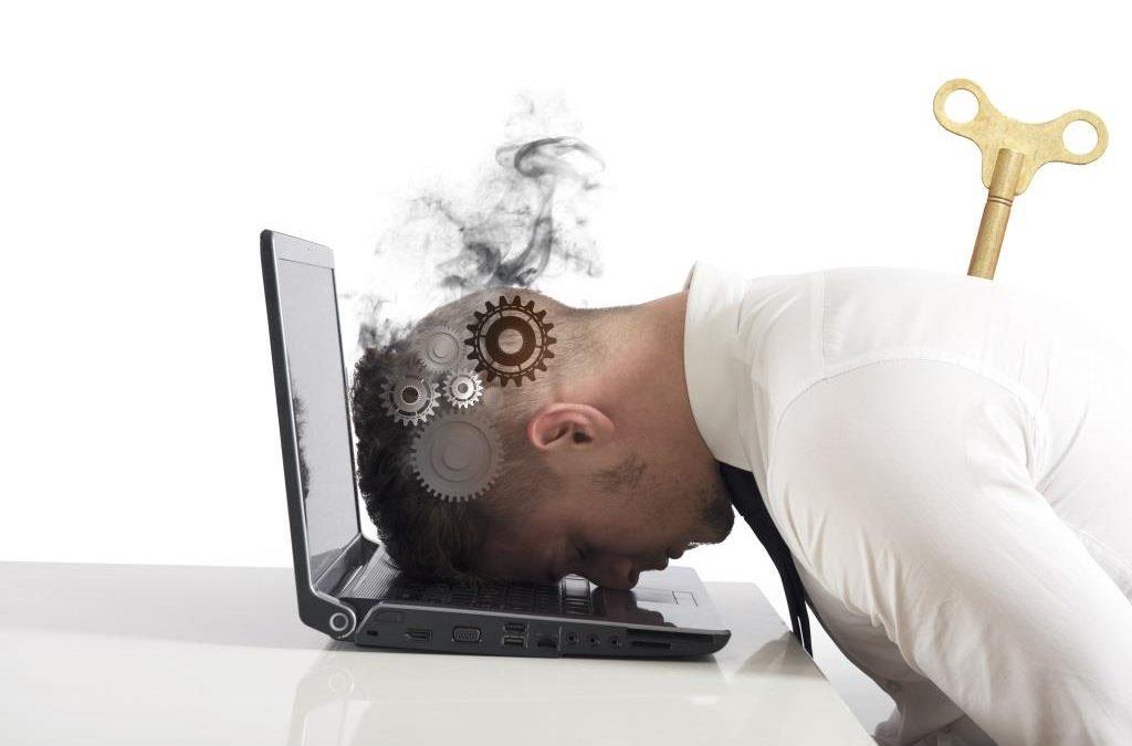 8 hábitos que lhe roubam tempo e energia no trabalho