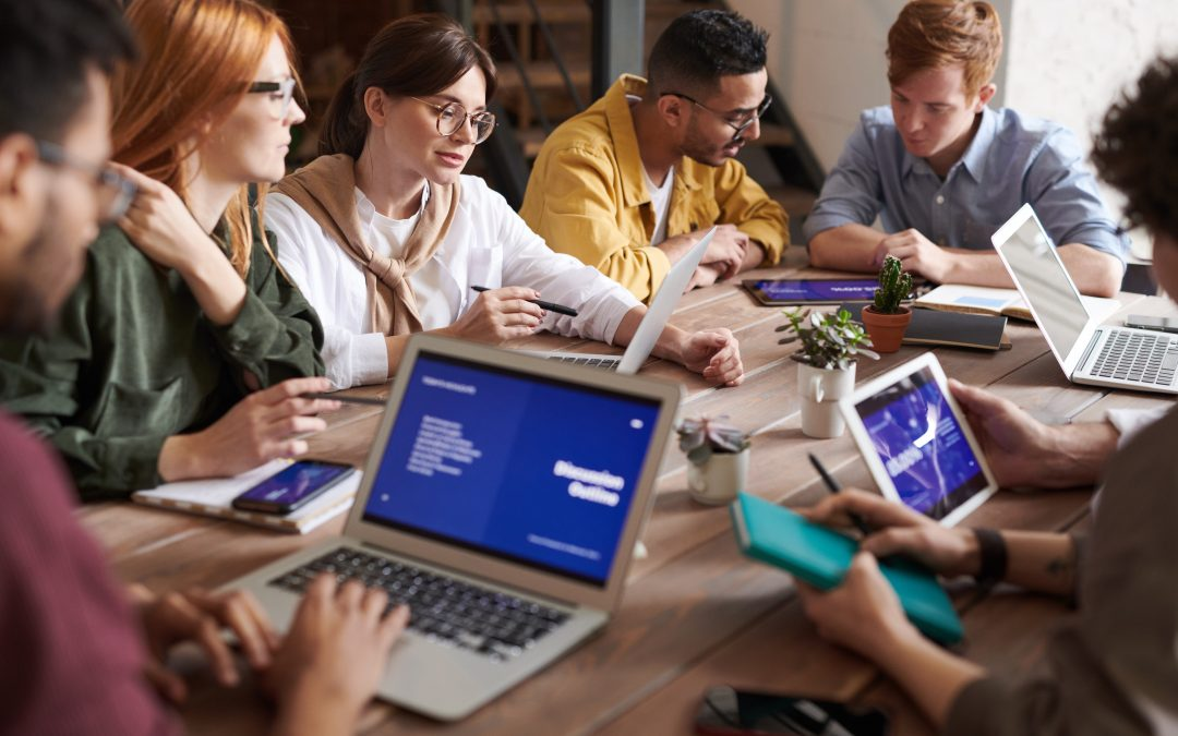 Comunicação efetiva em reuniões e emails para maior produtividade
